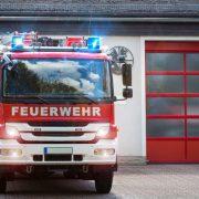 Torsteuerung mit Feuerwehrfahrzeug